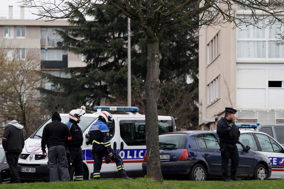 Paryžiaus oro uosto užpuolikas buvo girtas ir vartojęs narkotikų