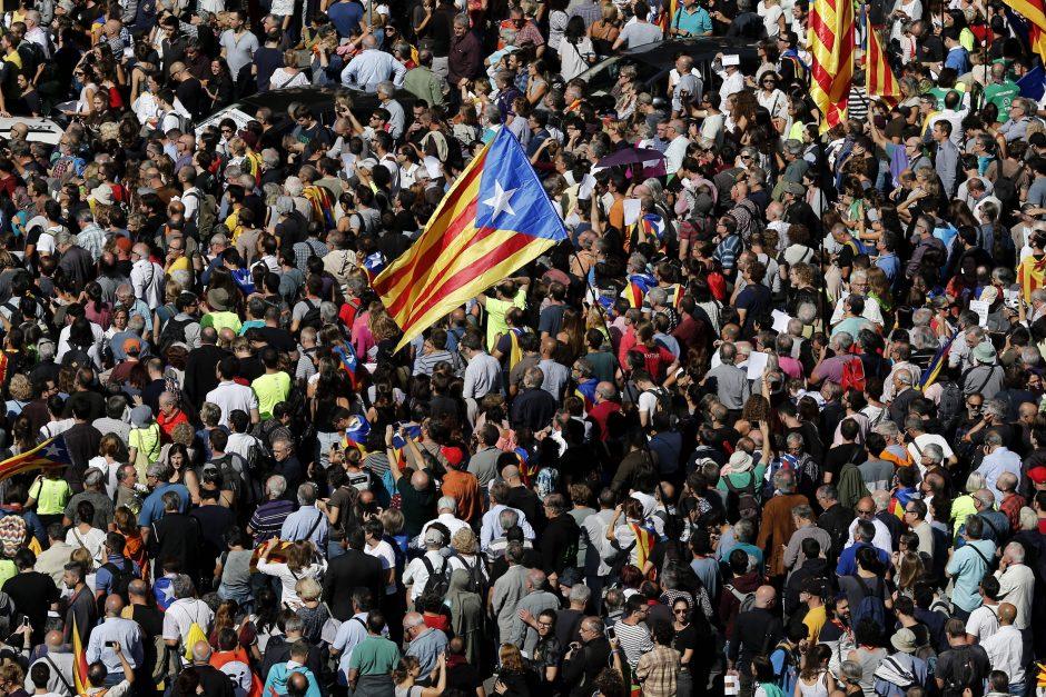 Katalonų vyriausybės pareigūnų sulaikymas įžiebė protestus Barselonoje