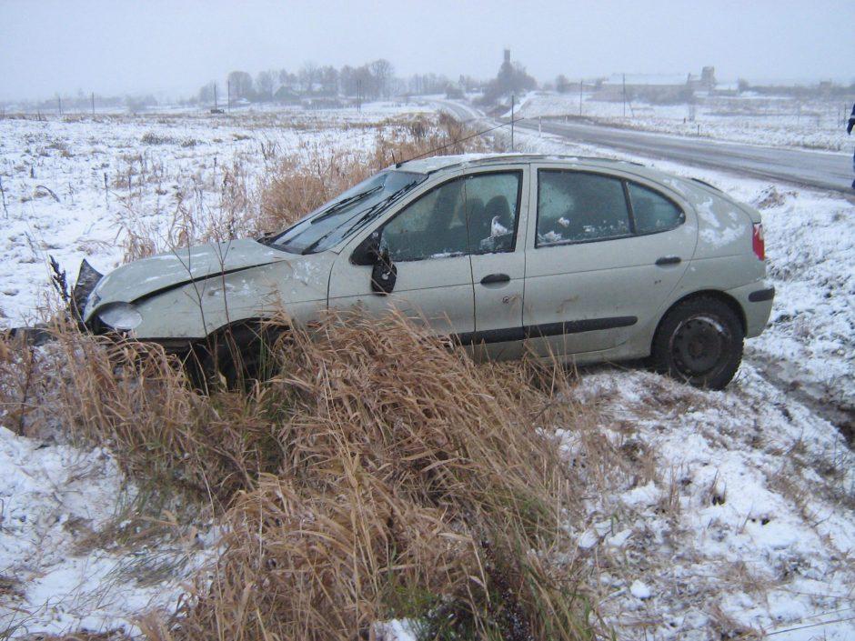 Sniegas tapo išbandymu vairuotojams