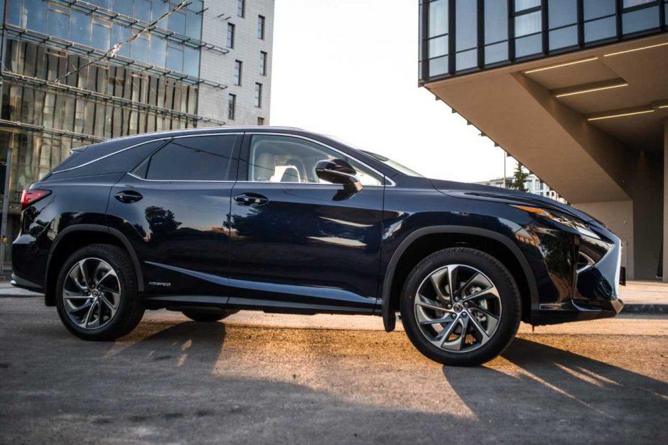 """Į Lietuvą atkeliavo pirmasis septynvietis """"Lexus"""" modelis"""