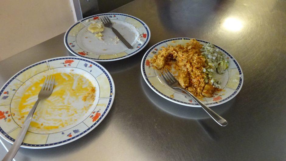 Maisto tikrintojai Širvintų gimnazijoje rado skurdų vaizdą