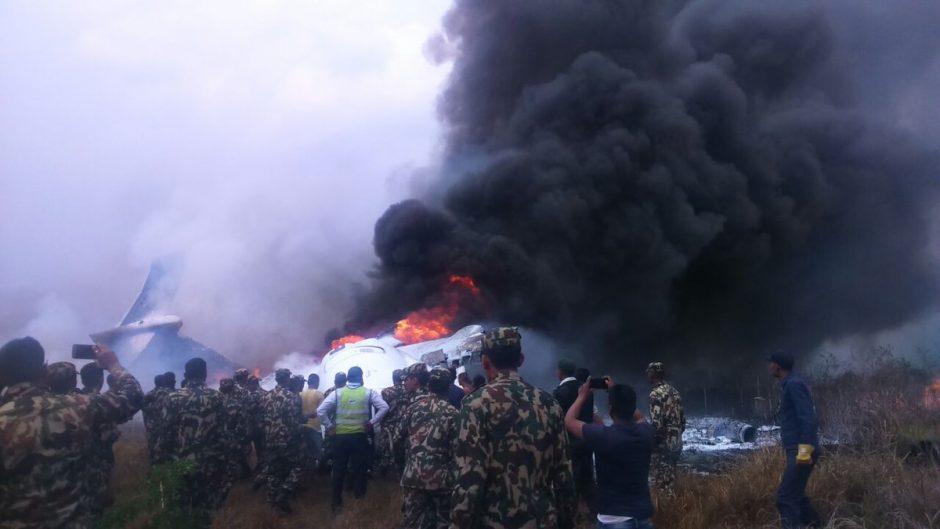 Nepale sudužęs keleivinis lėktuvas