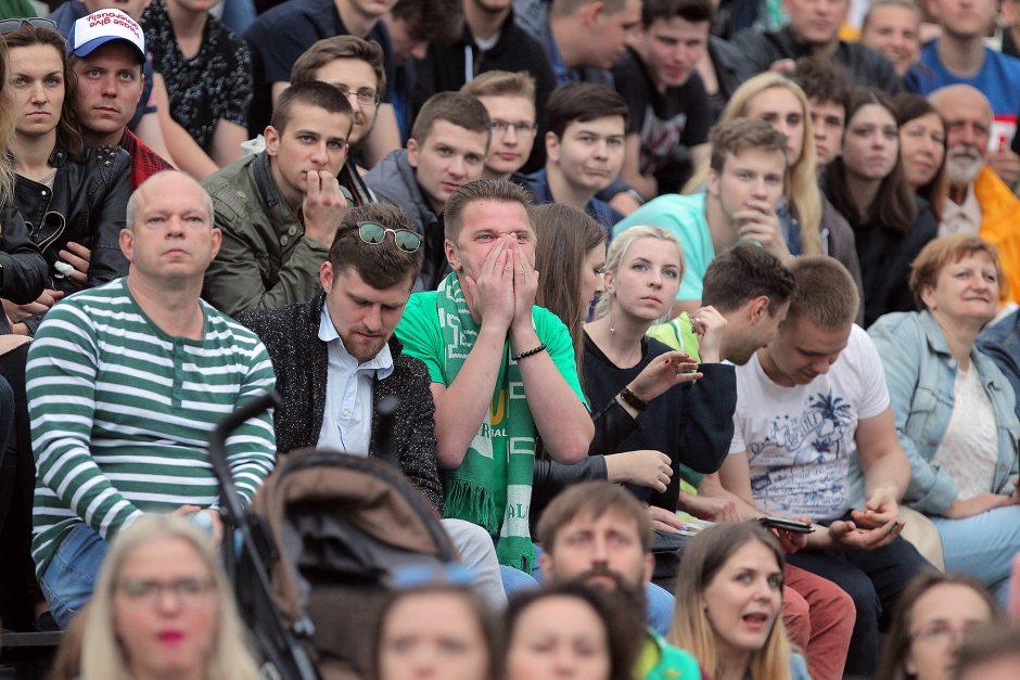 Kauniečius apėmė žaliai baltas virusas - lydėjo ir šūksniai, ir ašaros