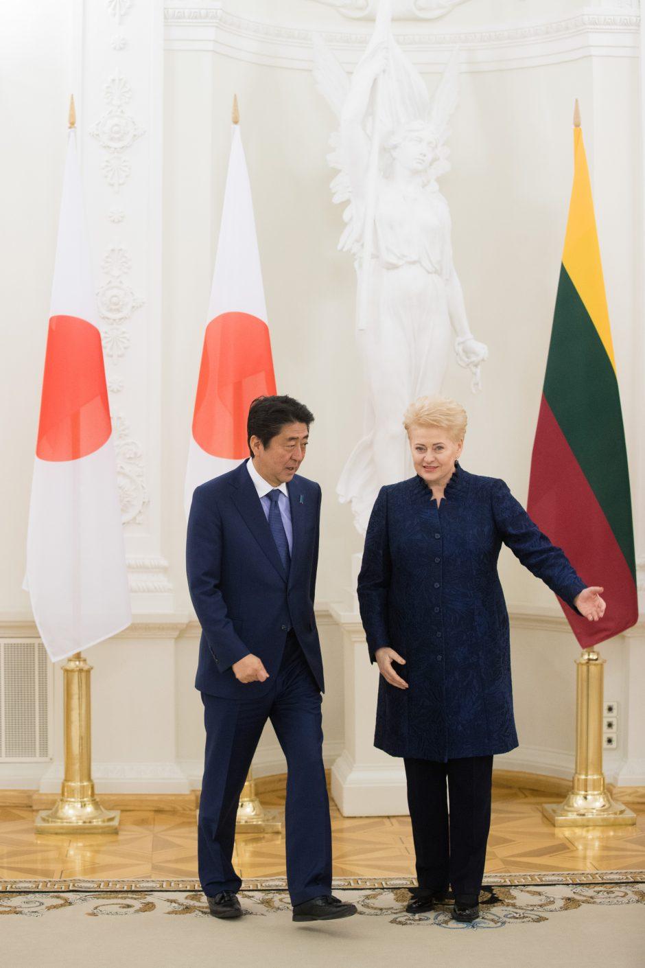 Prezidentė susitiko su Japonijos premjeru