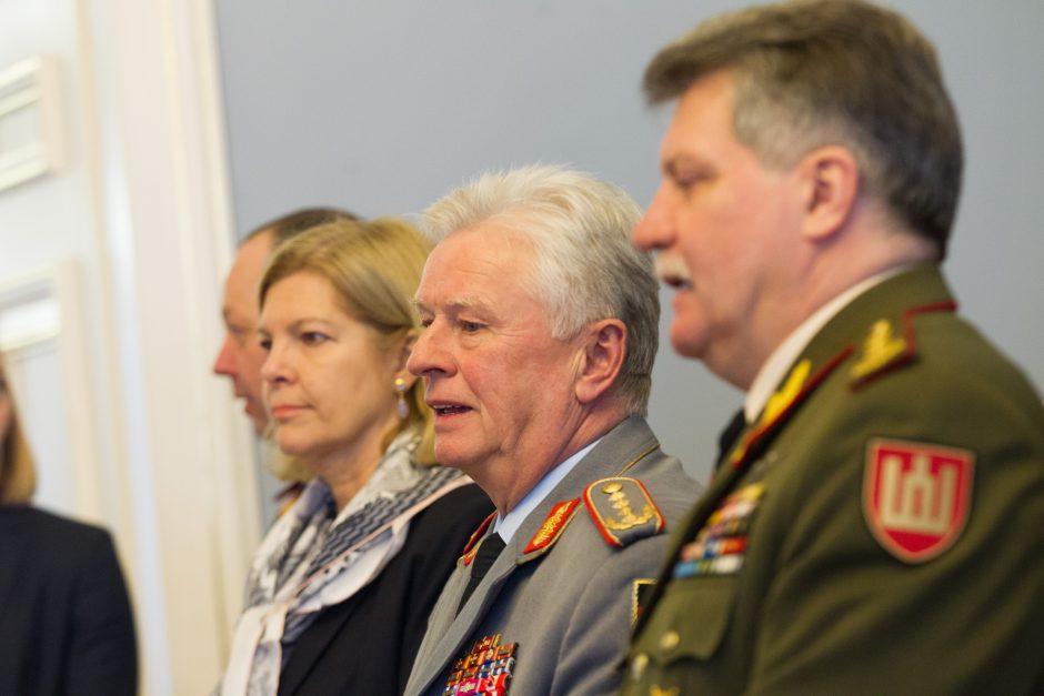 Vokietijos kariuomenės vadui įteiktas apdovanojimas