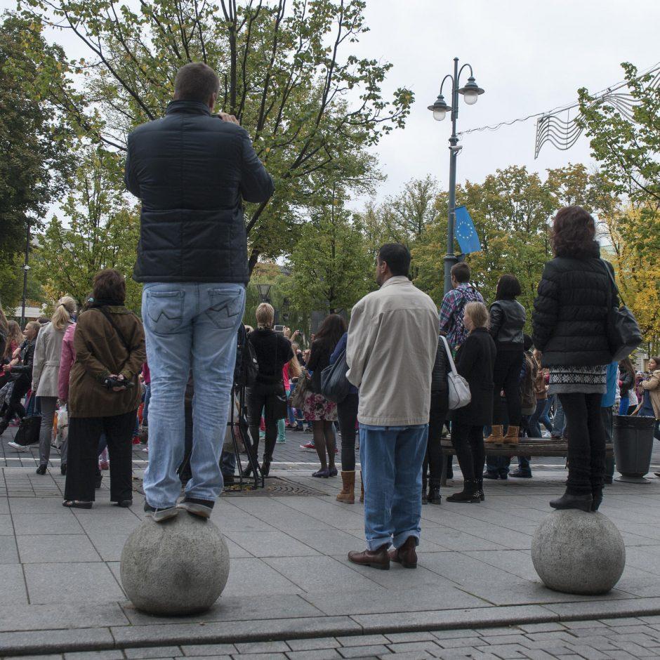 """Taikos diena Vilniuje paminėta """"flashmobu"""" ir meditacijomis"""