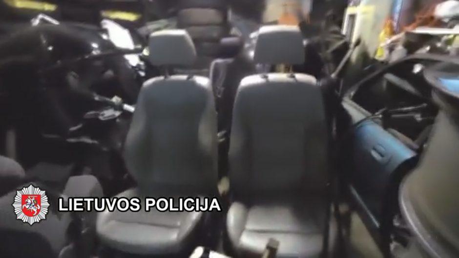 Kriminalistai išaiškino organizuotą automobilius vogusią grupę