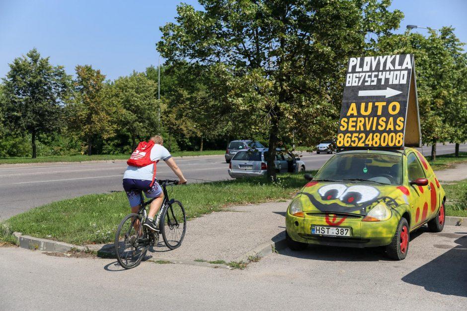 Policijai užkliuvo reklamos ant ratų