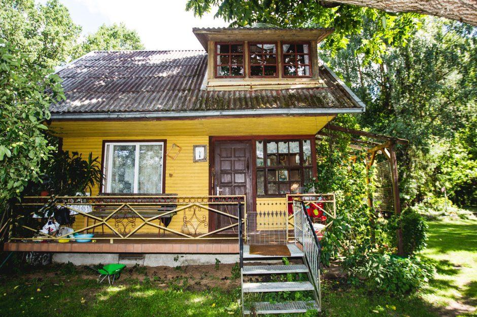 Užuovėja palikus miestą – soduose pastatytas namas