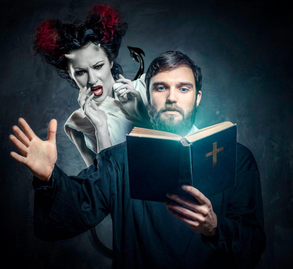 Kunigai bijo šėtono