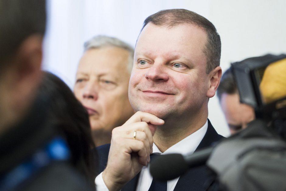 Premjeras valstybės tarnautojams žada 1000 eurų atlyginimą