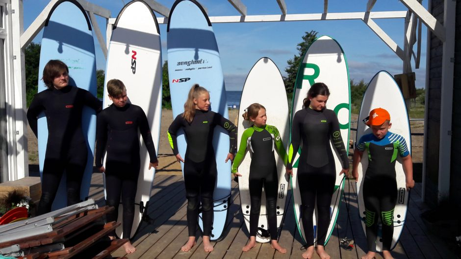 Vaikai kviečiami į vasaros stovyklą gaudyti bangų