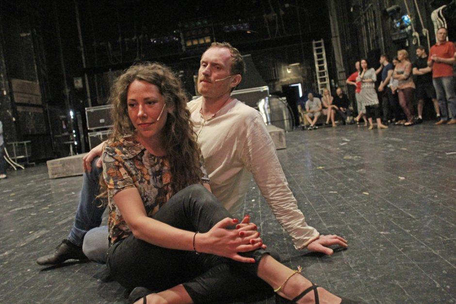 """E. Johno miuzikle """"Aida"""" – debiutų lietus"""