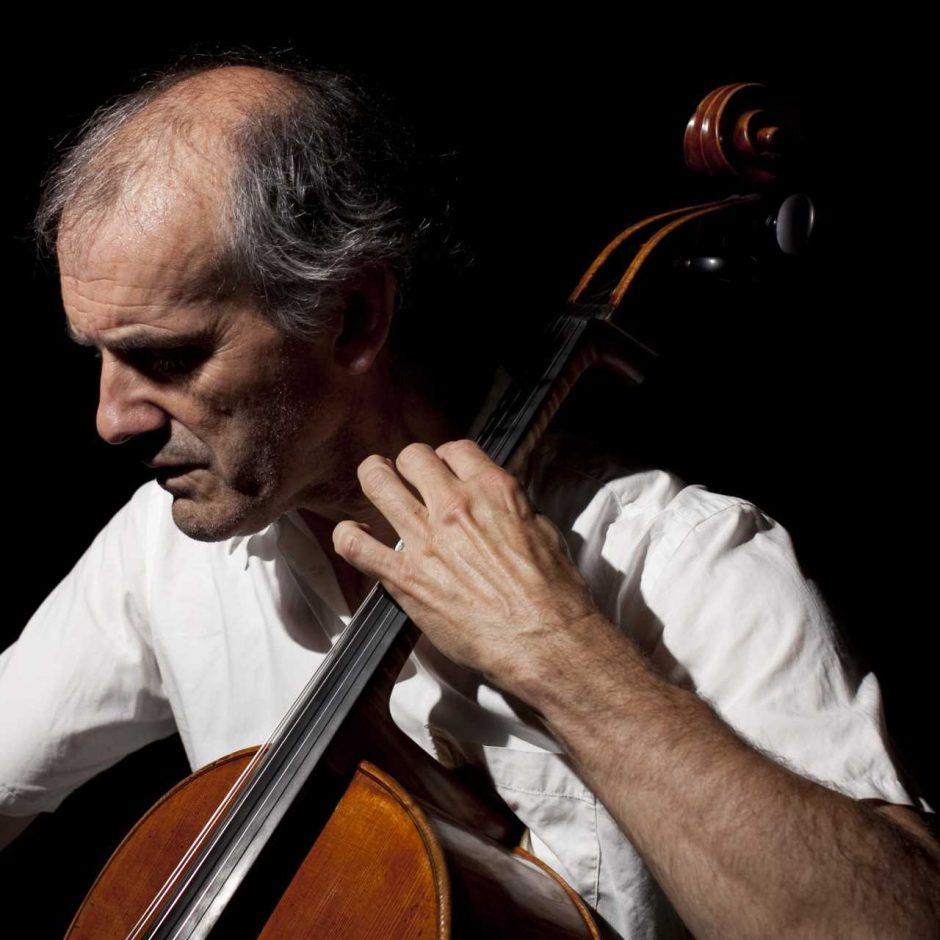 Skambančios violončelės istorijos pasklis po miestą