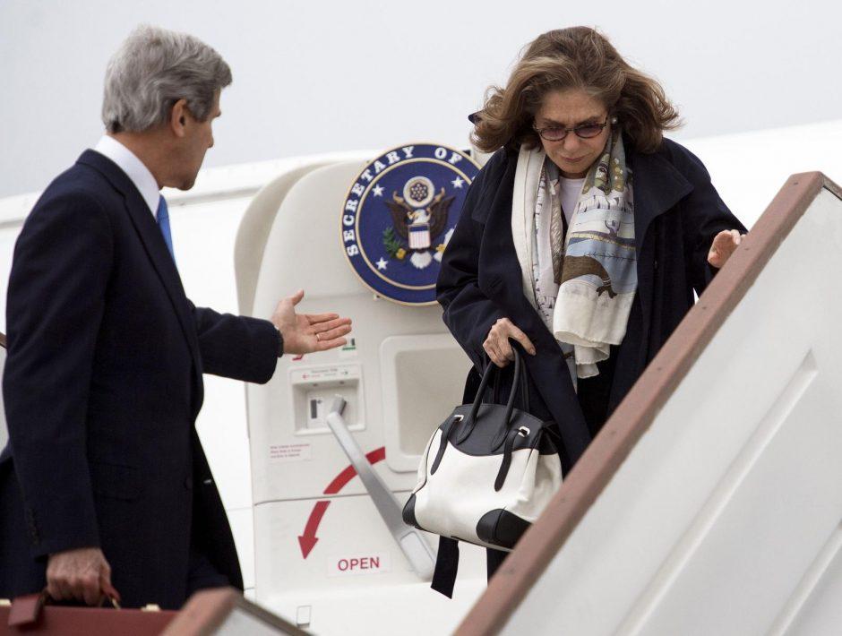 J. Kerry žmonos būklė gerėja, insulto ir smegenų auglio galimybė atmesta