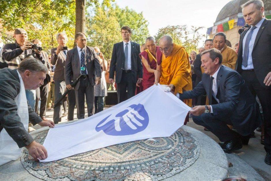 Jo Šventenybė Dalai Lama XIV lankėsi Vilniaus rotušėje