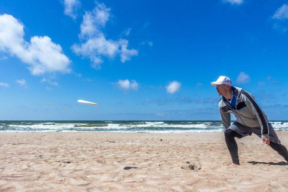 Palangos paplūdimyje vyko inirtingos kovos su skraidančiu disku