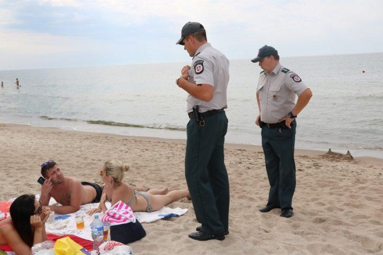 Policijos įspėjimai – alkoholį vartojantiems ir vaikų neprižiūrintiems poilsiautojams