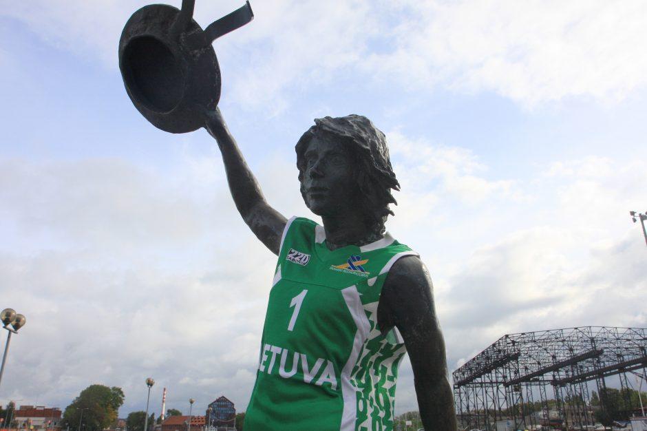 Kovoje dėl aukso Lietuvos krepšininkus palaikys ir bronzinis sirgalius iš Klaipėdos