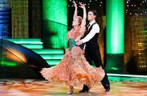 Rankų darbo R.Mikelkevičiūtės šokio suknelė įžiebė nesantaikos ugnį