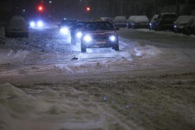 Vilniuje nesiliauja avarijos ir gatvėse vėl tvenkiasi spūstys