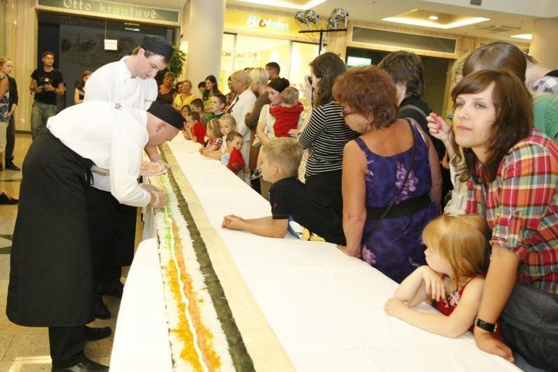 Klaipėdoje pagamintas ilgiausias Lietuvoje suši