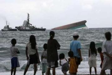 Filipinuose gelbėtojai toliau ieško žuvusiųjų po kelto katastrofos