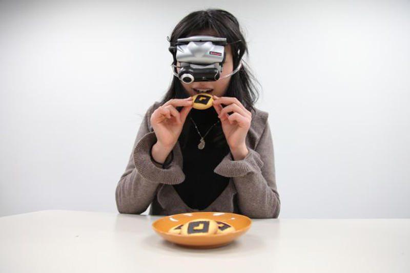 Lieknėti skirti akiniai vizualiai didina valgį
