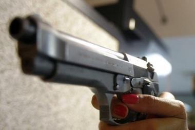 Vilniuje ginklu sužalotas ir apiplėštas jaunuolis