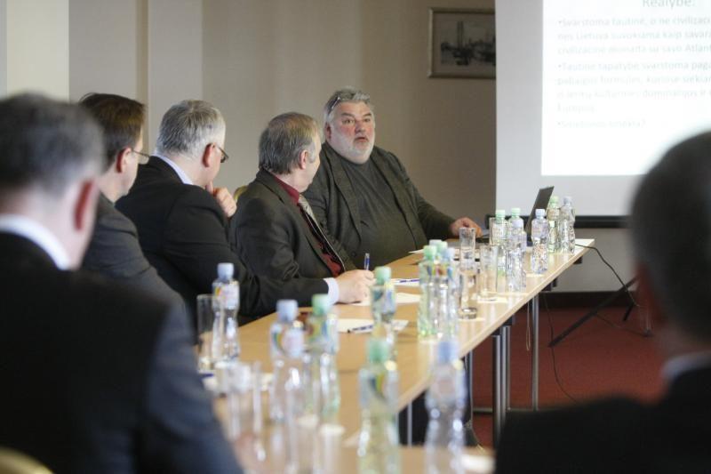 Istorikas A .Bumblauskas verslininkams kalbėjo apie Lietuvos tapatybę