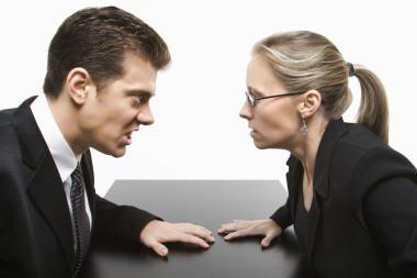 Draudikai vis dažniau įsivelia į ginčus su vartotojais (papildyta)