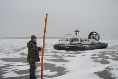 Kuršių mariose išgelbėtas 31 ant dreifuojančios ledo lyties atsidūręs žvejas