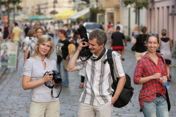 Senamiesčio šventėje – fotoaparatų blyksniai