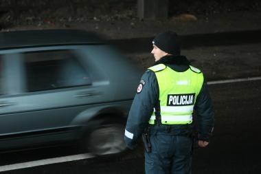 Spruko nuo policijos, palikę mašiną su daiktais