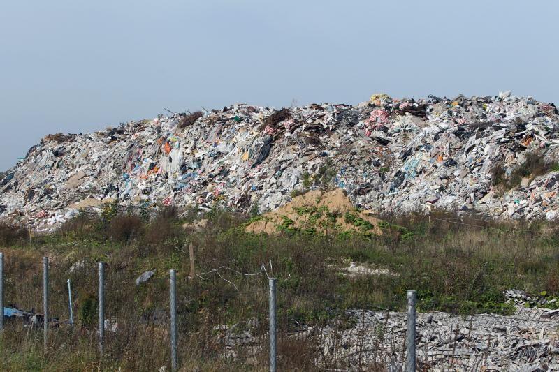 Atliekų aikštelė virto siaubą keliančiu sąvartynu