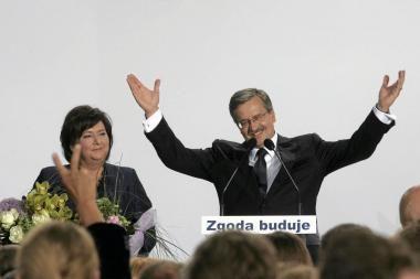B. Komorowskis laimėjo Lenkijos prezidento rinkimus (papildyta)