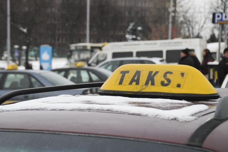 Gudraujančius Kauno taksistus gaudo mokesčių inspektoriai
