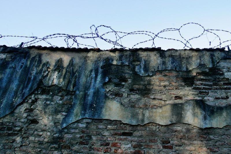 Paketas su svaigalais ir telefonais nepasiekė Pravieniškių kalinių