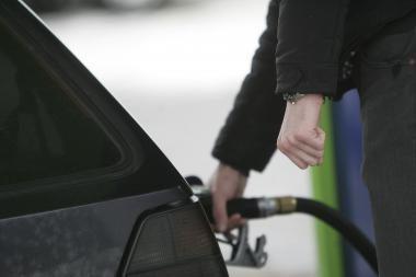 Pingant naftai sumažėjo degalų kainos ir Lietuvoje