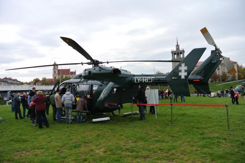 Prie Baltojo tilto gaudė sraigtasparnių varikliai