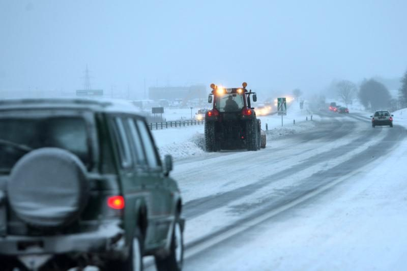 Atsargiai: rajoniniai keliai – slidūs, naktį snigs