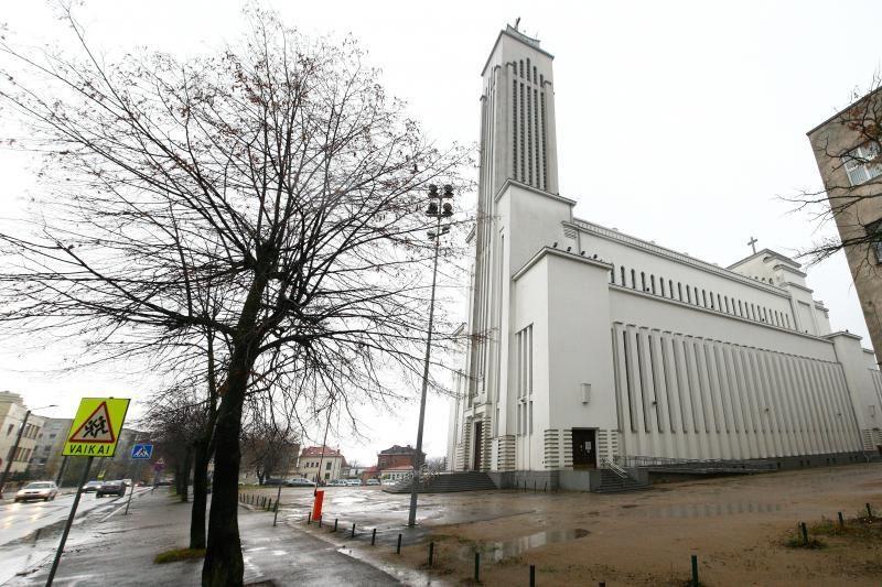 Jau galima aukoti Prisikėlimo bažnyčios aplinkos sutvarkymui