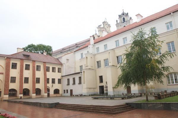Vilniaus universitete didėja garbės daktarų gretos
