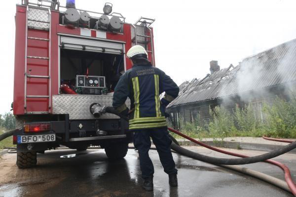 Pirmadienio gaisruose žmonės nenukentėjo