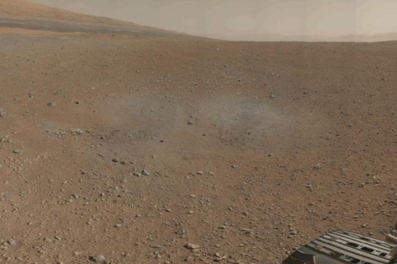 """Marsaeigis """"Curiosity"""" atsiuntė pirmąją spalvotą 360 laipsnių panoramą"""