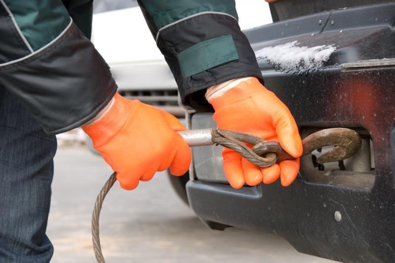 Dažniausias vairuotojų pagalbos prašymas - partempti automobilį