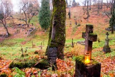 Artėjančios Vėlinės vėl atveria Rasų kapinių žaizdas
