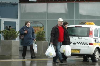 Vartotojų pasitikėjimas toliau mažėja
