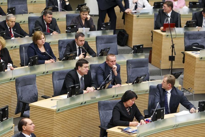Dviem Seimo nariams talkina net po 8 padėjėjus