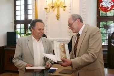 KTU absolventas pristatė knygą apie Kauno rotušę